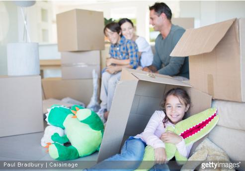 Différentes formalités administratives sont à mettre en place si vous souhaitez partir vivre à l'étranger avec votre famille.