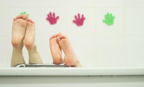 Humeur de l'instant... en ce que vous voulez - Page 20 Enfant-salle-de-bain