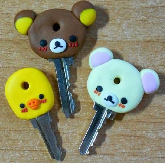 Pourquoi ne pas créer des personnages rigolos en pâte Fimo pour customiser des clés ?